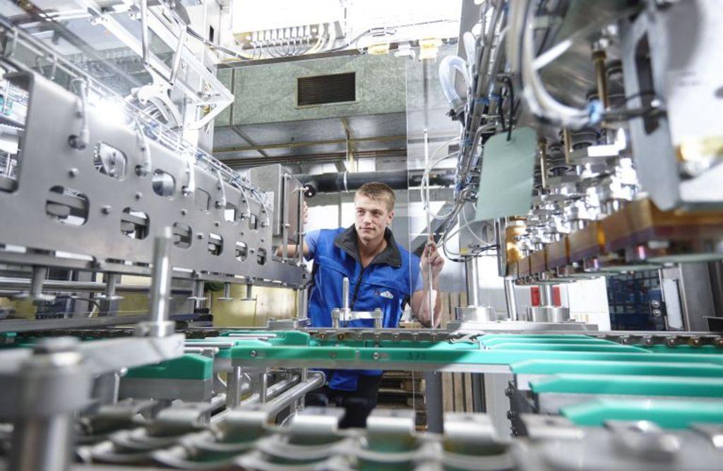 Mitarbeiter bei der Arbeit in der Produktion